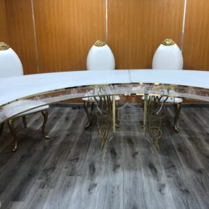 Curved table
